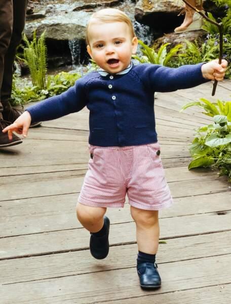 C'est la première fois qu'on a vu marcher le prince Louis, tout juste âgé d'un an.
