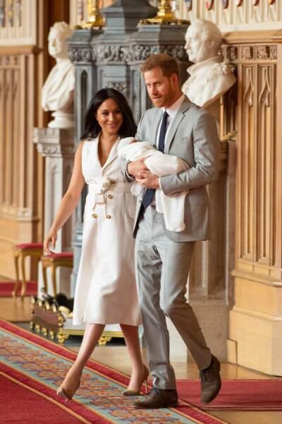 Le prince Harry et Meghan présentant leur fils Archie pour la première fois, dans le hall St George du château de Windsor, le 8 mai 2019.