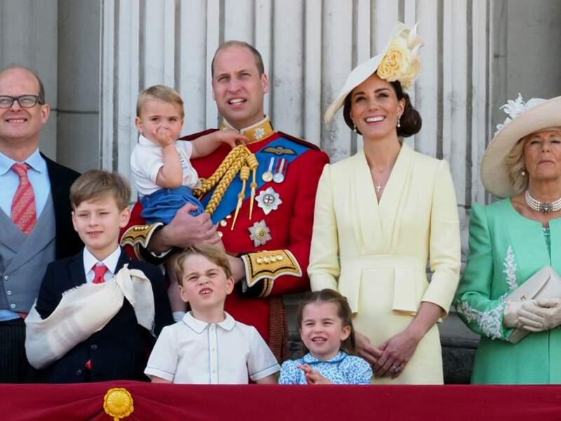 Le prince William, Kate Middleton et leurs trois enfants George, Charlotte et Louis, réunis au balcon de Buckingham, pour la traditionnelle parade Trooping The Colour, le 8 juin 2019.