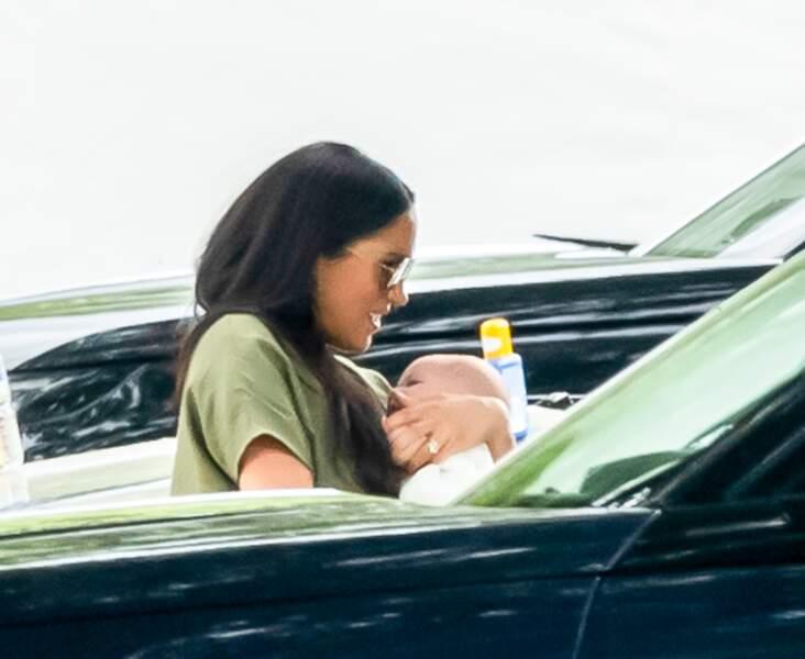 Meghan Markle n'a pas lâché son petit Archie, alors âgé de 3 mois, en cette journée du 10 juillet 2019.