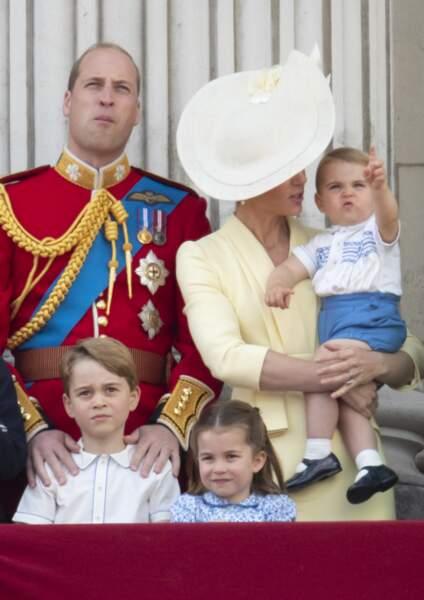 """""""Look mummy!"""" : le petit prince pointait du doigt les avions vrombissant dans le ciel."""