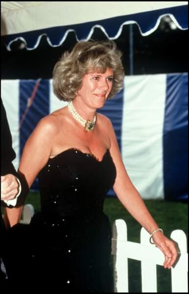 1998 : Camilla Parker Bowles portait une robe de soirée avec un décolleté plongeant. Un genre de robe qu'on ne voit plus sur elle aujourd'hui.