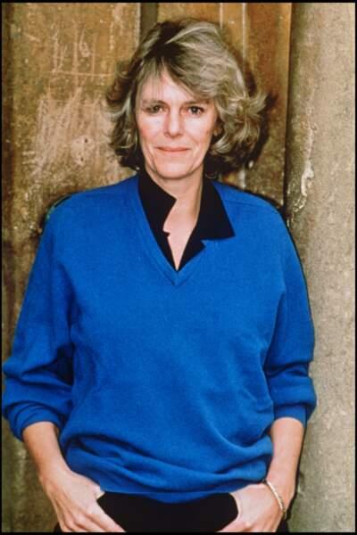 90's : Camilla Parker Bowles portant une tenue tout ce qu'il y a de plus basique et décontracté. Un pull très éloigné de ses tenues actuelles.