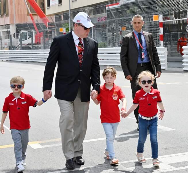 25 Mai 2019 : Le Prince Albert avec le prince Jacques et la princesse de Monaco accompagnés de Kaia-rose, leur cousine. Il étaient sur place pour le 77e Grand Prix de Formule 1 à Monaco.