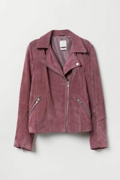 La veste de style motard en suède rose foncé, H&M, 99€.