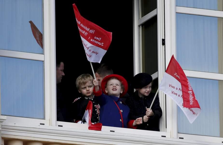 19 novembre 2019 : Le prince Jacques, la princesse Gabriella et Kaia Rose Wittstock se sont beaucoup amusés lors de la fête National, en agitant des drapeaux aux couleurs de leur Pays.