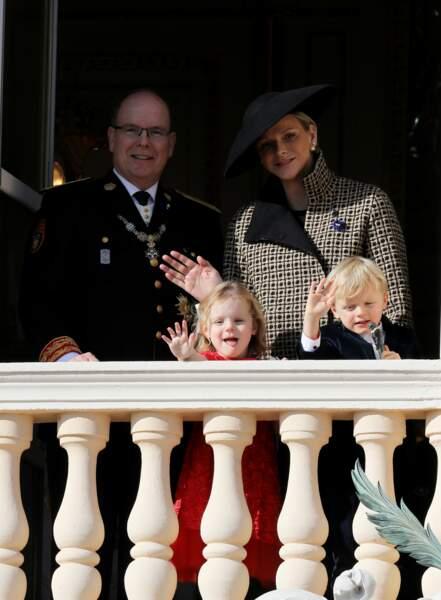19 novembre 2018 : A l'occasion de la fête Nationale Monégasque, le prince Albert II de Monaco, sa femme la princesse Charlène et leurs enfants, la princesse Gabriella et le prince Jacques saluent la foule.