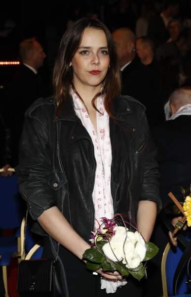 Pauline Ducruet ravissante dans une veste Perfecto oversize à l'esprit eighties.