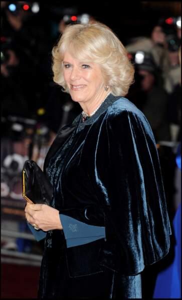 2009 : Lors de la première d'un film, Camille Parker Bowles portait du velours, une matière qu'on dit noble.