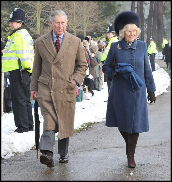 25 décembre 2009 : Le prince Charles et Camilla parker Bowles son épouse, en sortant de la messe de Sandrigham.