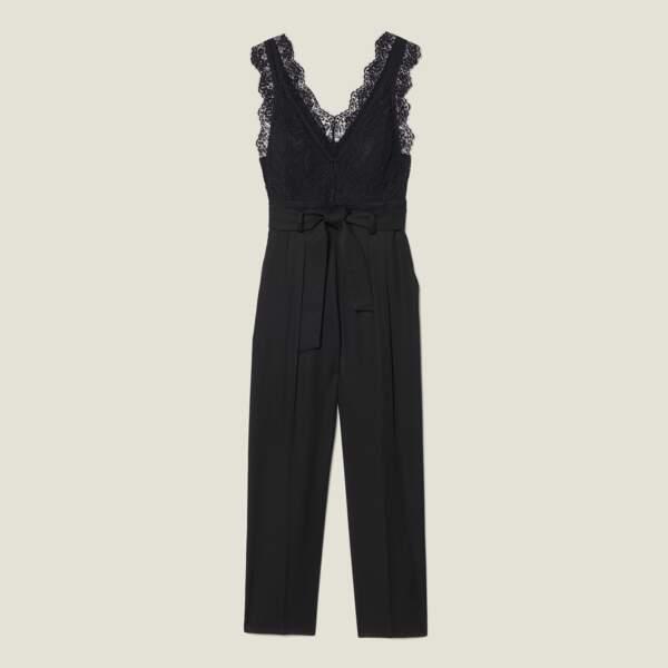 Combinaison pantalon à haut en dentelle et au décolleté en V, Sandro, 295€.