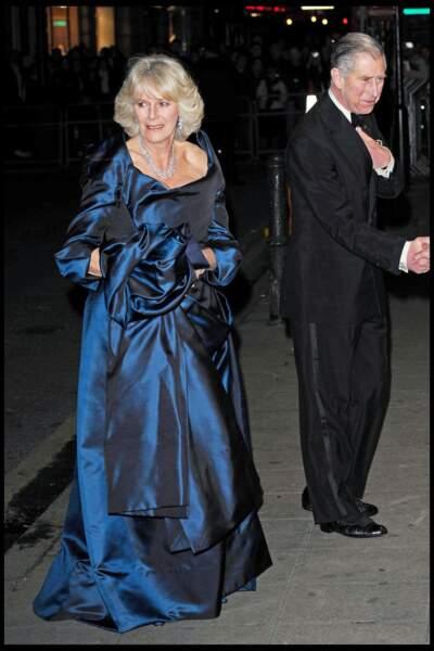11 décembre 2008 : Le Prince Charles et la duchesse de Cornouailles arrivaient très apprêtés au Palladium de Londres.