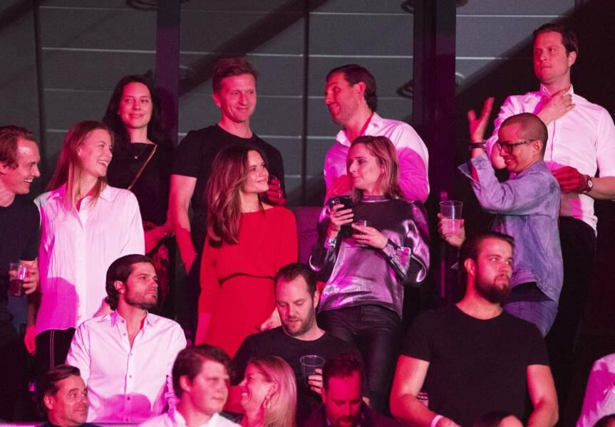 """Le prince Carl Philip et la princesse Sofia (Hellqvist) de Suède assistent en compagnie d'amis et au côté du père d'Aviici, Klas Bergling, au concert """"Avicii Tribute Concert for Mental Health Awareness"""" à la Friends Arena de Stockholm, le 5 décembre 2019."""