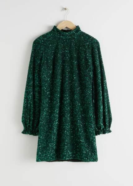 La robe courte à paillettes vert émeraude et manches ballon (exclusivité web), & Other Stories, 129€.