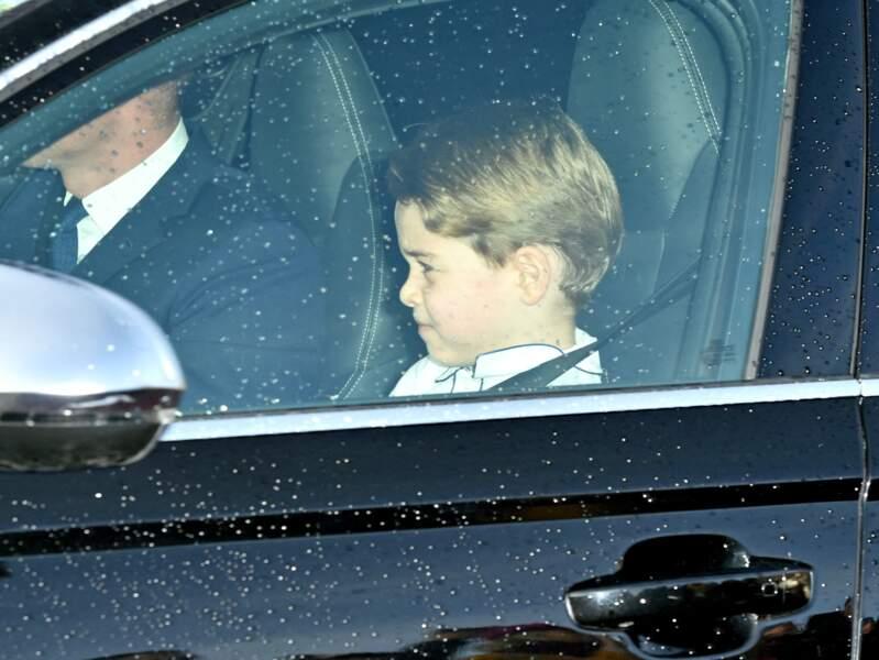 Le prince George était assis sur un rehausseur à son arrivée au palais de Buckingham à Londres, le 18 décembre 2019