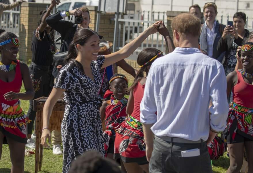 Arrivée de Meghan Markle et Harry très remarquée en Afrique du sud le 23 septembre. Et grande première, le couple a eu un planning différent pendant une grande partie du séjour. Un détail inédit qui a interpellé les journalistes.