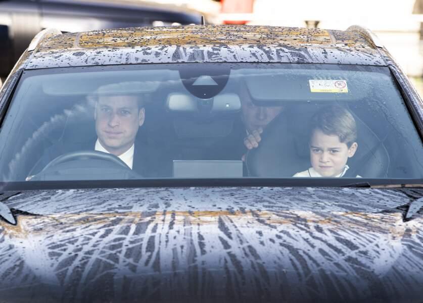 Le prince George et le prince William arrivent au traditionnel déjeuner de la reine Elizabeth II à Londres, le 18 décembre 2019