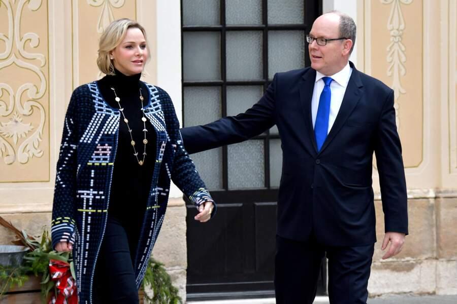 La princesse Charlène et le prince Albert II de Monaco lors de la remise de cadeaux de Noël aux enfants monégasques, au palais de Monaco, le 18 décembre 2019.