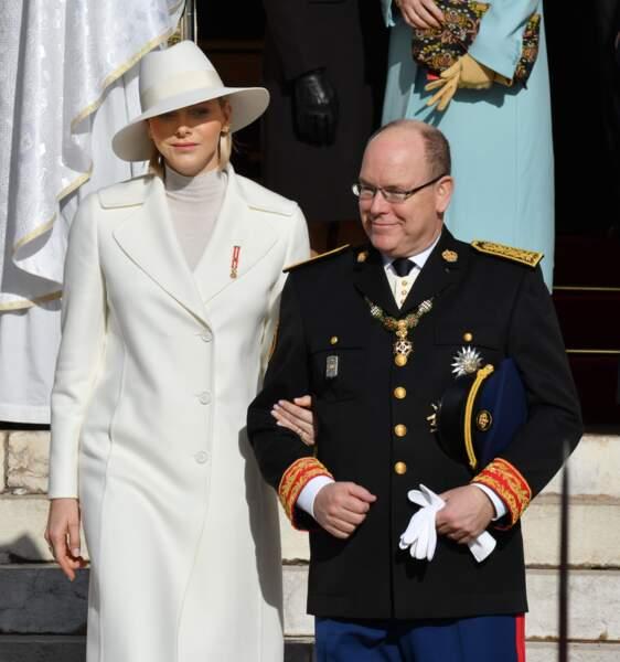 La princesse Charlène et le prince Albert II de Monaco devant la cathédrale Notre-Dame-Immaculée lors de la fête Nationale monégasque, à Monaco, le 19 novembre 2019.