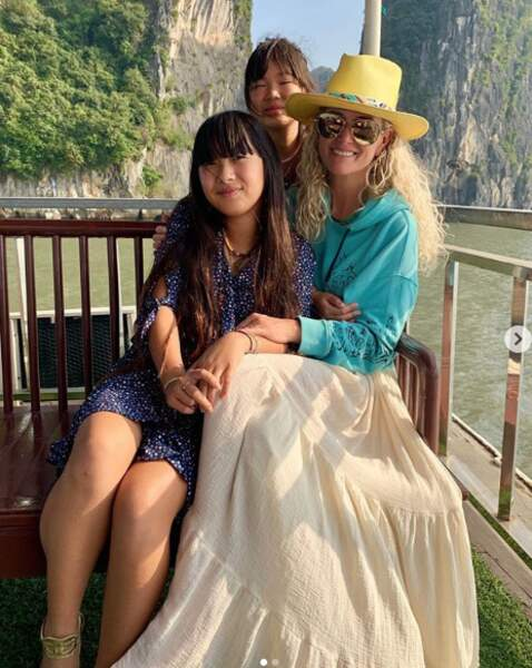 Pour ses vacances d'hiver pour Noël 2018, Laeticia Hallyday et ses deux filles, Jade et Joy, se sont envolées sous le soleil du Viêtnam.