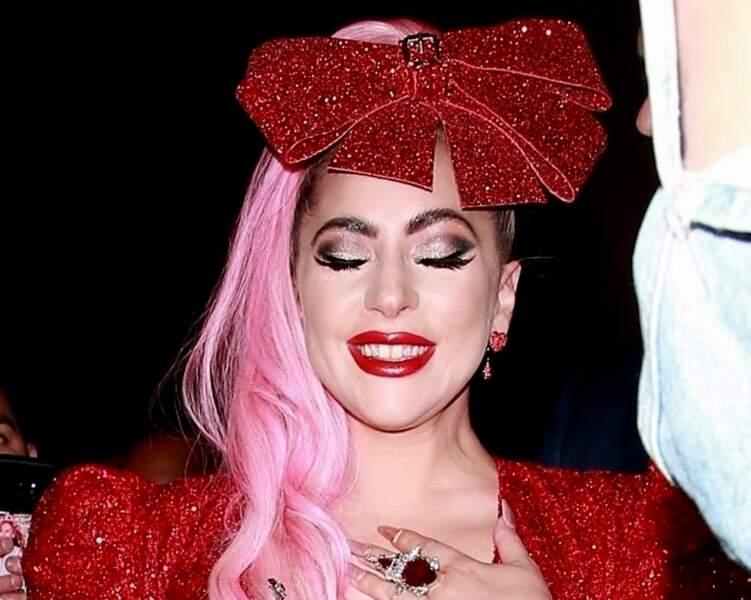 Lady Gaga brille de mille feux
