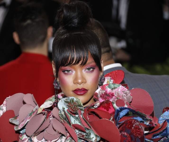 Rihanna : l'enlumineur framboise!