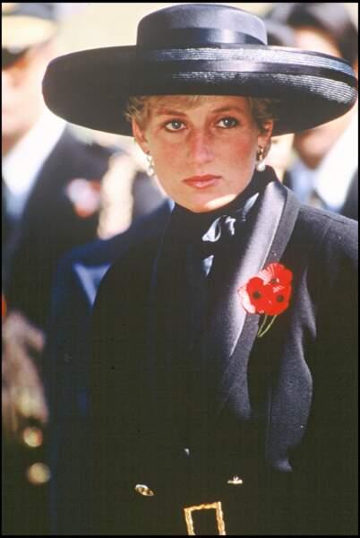 La princesse Diana portait le même type de tenue que Meghan Markle lors des Remembrance Day lorsqu'elle était mariée au prince Charles.