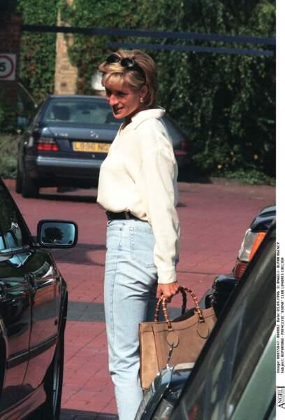 Comme Meghan, La maman du prince Harry, Lady Di, portait des jeans en 1996.