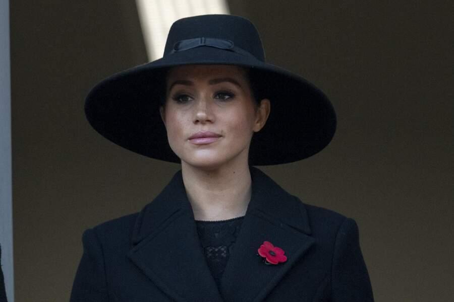 Meghan Markle a choisi le manteau et le chapeau noir lors de la journée du Remembrance Day à Londres en 2019.