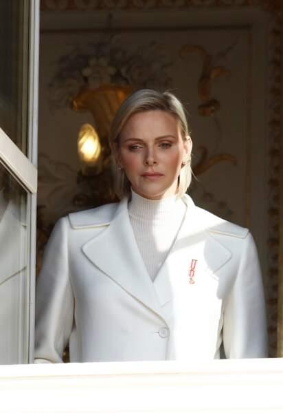 La princesse Charlene de Monaco craque à son tour pour le carré parfaitement lisse et la raie sur le côté. Elle porte les cheveux un peu plus longs que d'habitude et cela lui donne beaucoup de style, ici le 19 novembre 2019.