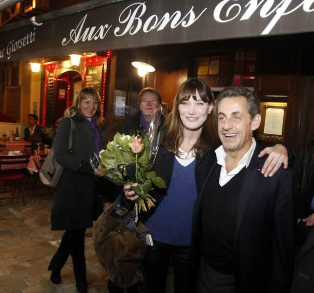 """Nicolas Sarkozy et sa femme Carla Bruni sont allés dîner au restaurant """"Aux Bons Enfants""""à Cannes pour fêter la Saint-Valentin le 14 février 2014, plus amoureux que jamais."""