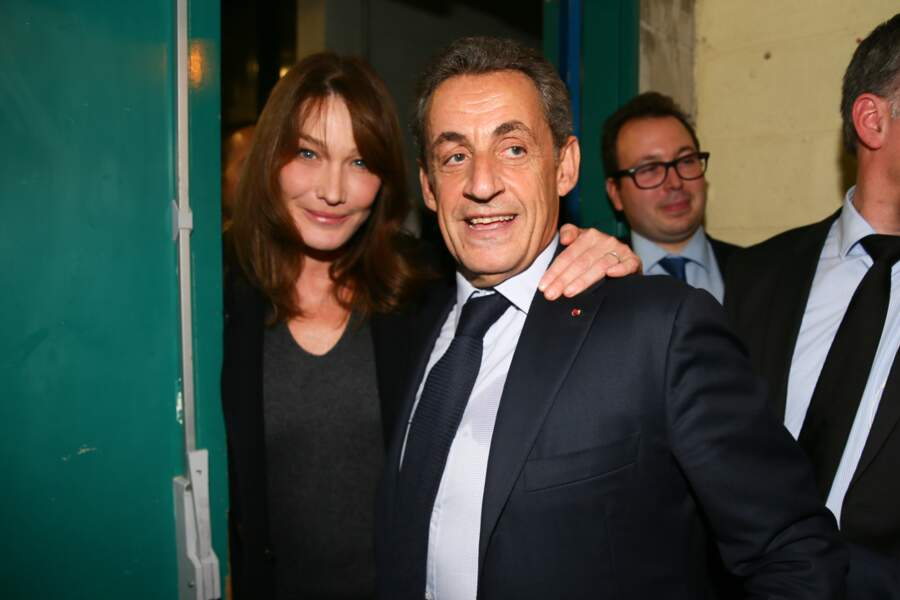 Carla Bruni tente de ne rater aucun des meetings de son mari Nicolas Sarkozy, lui prouvant une fois de plus qu'elle est son meilleur soutien, comme ici en novembre 2016 en banlieue parisienne.