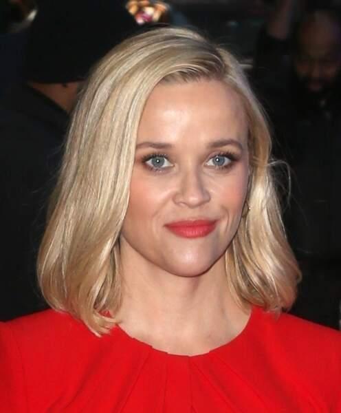 Le carré avec la raie sur le côté, la signature de Reese Whiterspoon.