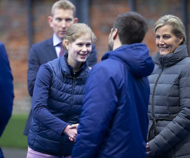 Lady Louise Windsor très à son aise avec les joueurs de l'équipe