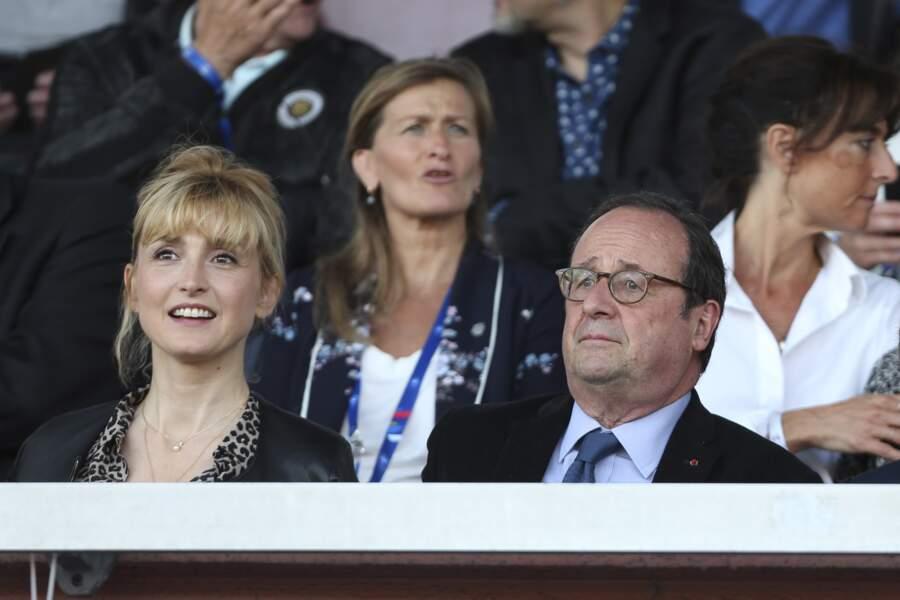 31 mai 2019 : François Hollande et Julie Gayet assistent ensemble au match amical féminin de football entre la France et la Chine à Créteil.