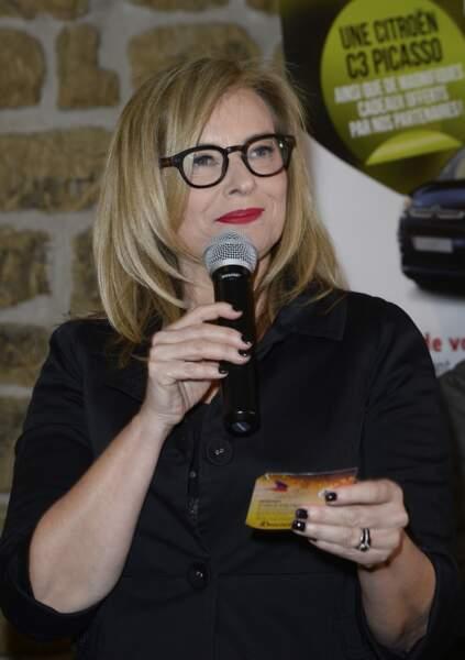 Mars 2016 : Valérie Trierweiler pendant une soirée des Secours Populaire.