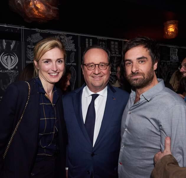 25 avril 2018 : François Hollande et Julie Gayet sont en soirée au Montana à Paris. Ils posent aux côtés de Grégory Montel.