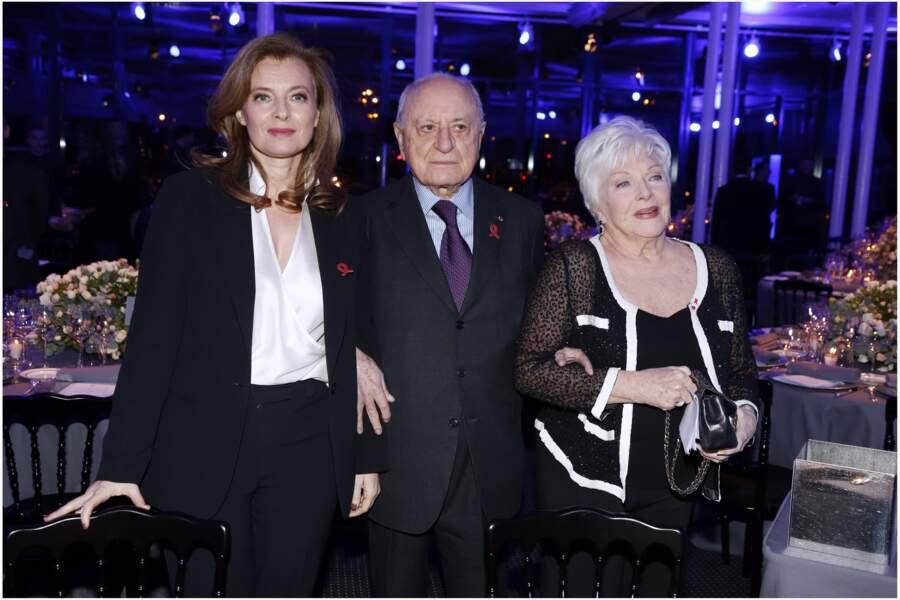 24 janvier 2013 : Valérie Trierweiler est aux côtés de Line Renaud et de Pierre Berger au dîner de la mode pour le Sidaction.