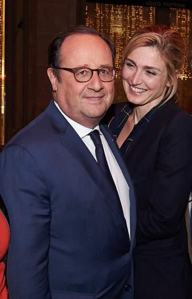 """25 avril 2018 : François Hollande et Julie Gayet lors d'une After-party de la série """" 10 pour cent"""". Quatre ans après la révélation de leur amour, c'est une des premières photos ou le couple pose officiellement."""