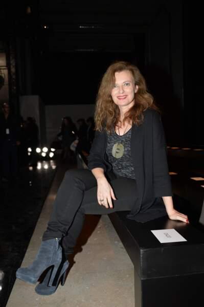 """10 mars 2015 : Valérie Trierweiler est au défilé de mode """"Paul&Joe"""" pour une collection de prêt-à-porter automne/hiver."""
