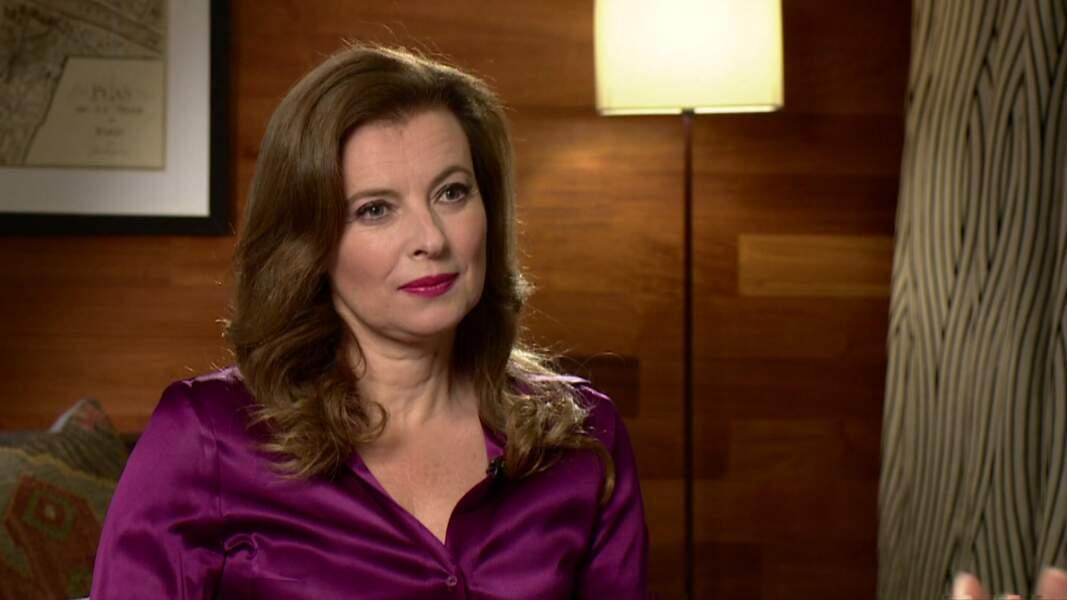 """23 novembre 2014 : Très apprêtée, Valérie Trierweiler participe à une interview pour l'émission """"Andrew Marr Show""""."""