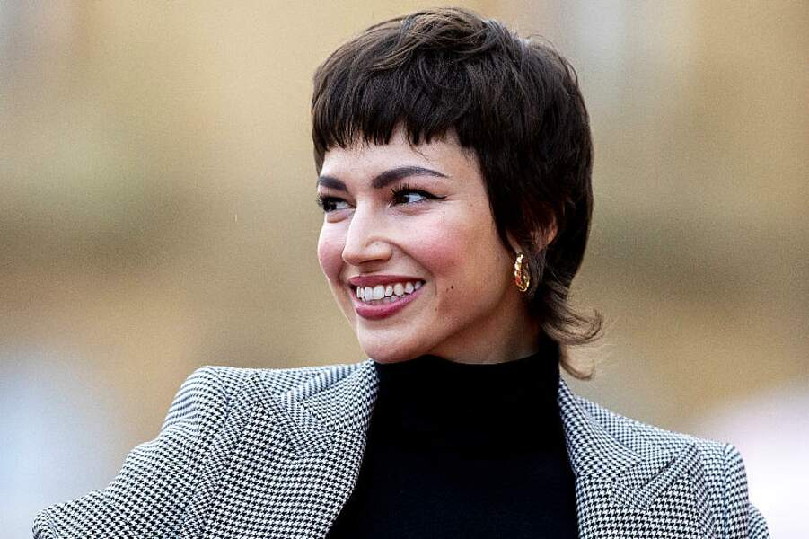 L'actrice Úrsula Corberó a adopté la coupe mulet, avec la frange courte qu'elle ne quitte jamais (ou presque).