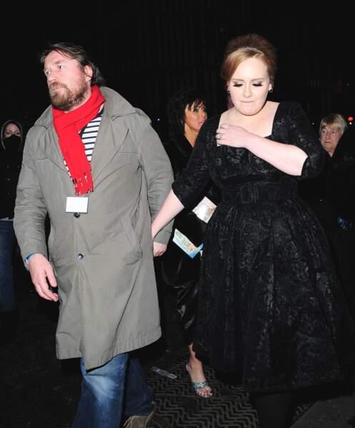2010 : Adele et son (ex) compagnon, Simon Konecki, à la soirée royal Variety Performance à Londres. Adele rencontre un véritable succès alors âgée de 22 ans.
