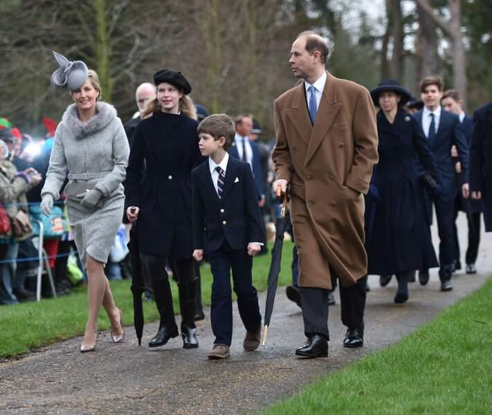 Sophie de Wessex et le prince Edward avec leurs enfants à la messe de Noël dans le Norfolk, le 25 décembre 2015