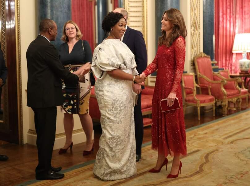 Kate Middleton sublime en robe longue scintillante.