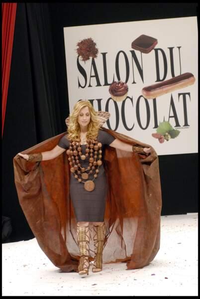 2009 : Lara Fabian défile pour le 15e salon du Chocolat. Organisé au profit de l'association la voix de l'enfant, Lara Fabian était la marraine de ce Salon. Médée de Luigi Cherubini, chocolatée par Jean-Paul Hévin et habillée par le styliste Hervé Léger, la chanteuse était parfaite jusqu'au bout des doigts.