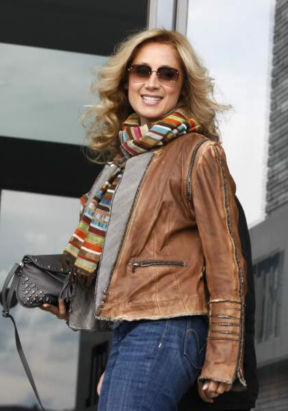 29 août 2011 : Lara Fabian a de nouveau son cheveux frisé/wavy.