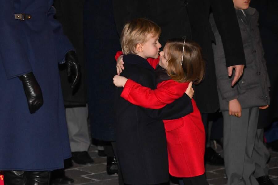 Le prince Jacques et la princesse Gabriella ont prouvé aux monégasques présents qu'ils étaient déjà très complices