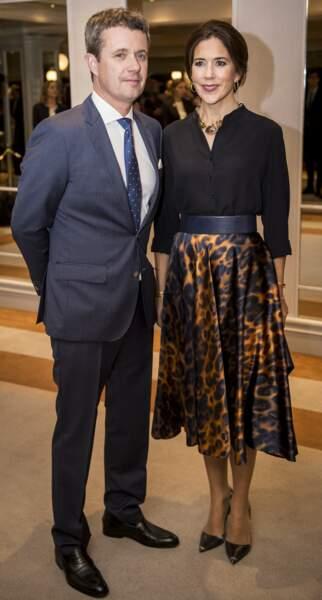 La princesse Mary du Danemark porte une jupe léopard en novembre 2018.