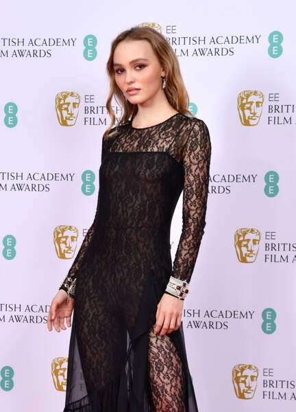 Lily-Rose Depp sublime en robe sexy chez Chanel
